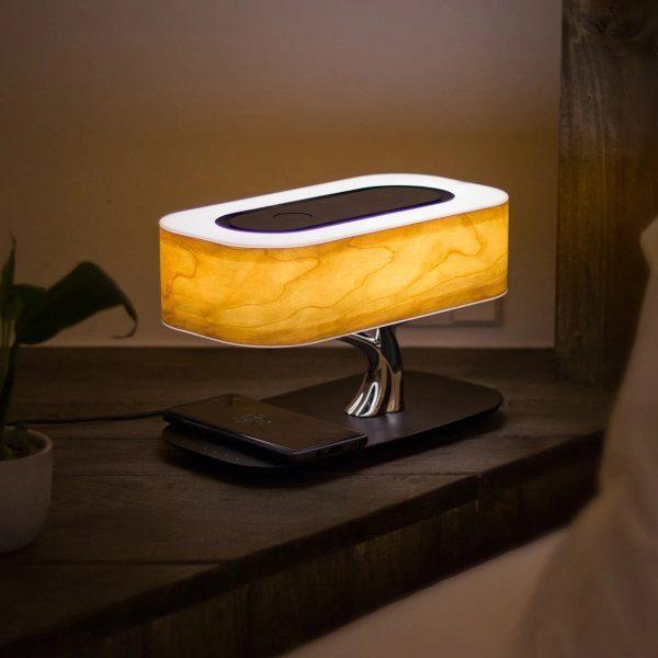 מנורה דקורטיבית משולבת רמקול ומטען אלחוטי
