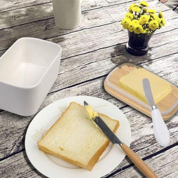 קערת חמאה עם סכין ייעודית ומכסה