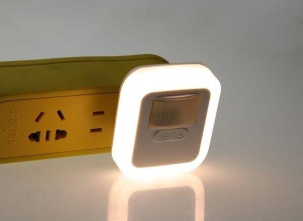 מנורת לילה משולבת חיישן תנועה