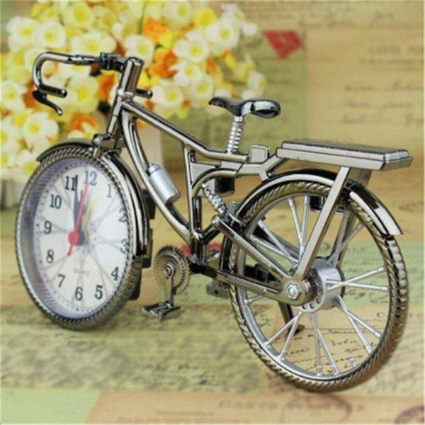שעון שולחני בעיצוב של אופניים